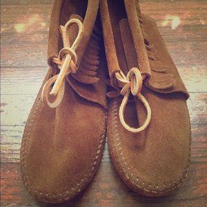 Kids's brown classic fringe soft sole moccasins